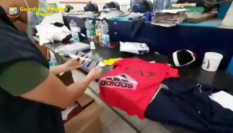 Sequestrate due fabbriche di vestiti e mascherine falsi nel napoletano. Taroccata la griffe Ferragni, Gucci e altri marchi tra i falsi d'autore