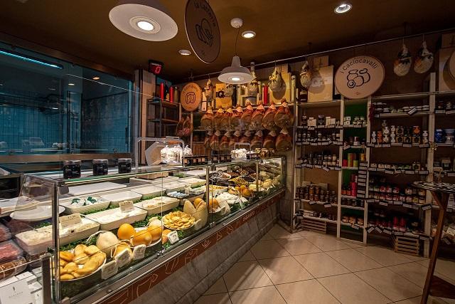 S.QUI.SITOMozzarella e golositàprêt-à-manger –A Sant'Anastasia la boutique gastronomica con braci e cucina del gruppo Ciro Amodio: guarda, scegli e mangia!