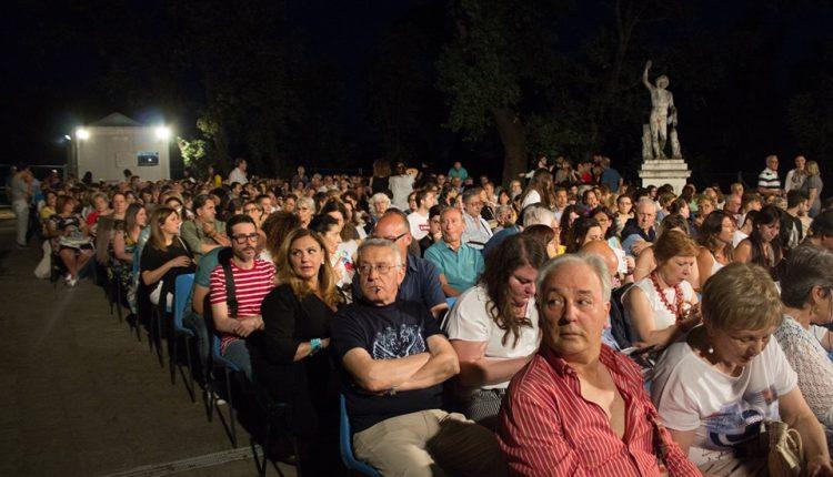 al-via-la-xxvii-edizione-di-cinema-intorno-al-vesuvio-a-cura-di-arci-movie-15-luglio-13-agosto-2020-a-villa-vannucchi-san-giorgio-a-cremano