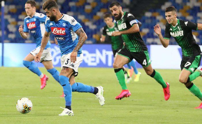 Serie A: Napoli-Sassuolo 2-0, annullati 4 gol ai neroverdi, ilVideo Assistant Referee (VAR)interviene tre volte per fuorigioco. A segno Hysaj e Allan