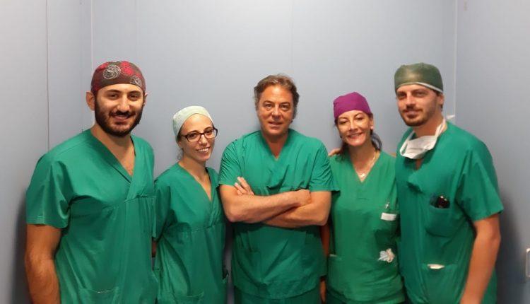 All'Ospedale Monaldi, intervento mini invasivo in 3D per rimuovere formazioni cistiche da ovaio in paziente cardiotrapiantata di 15 ann