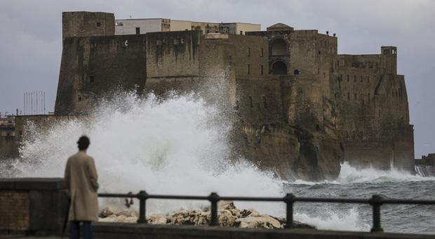 Maltempo: chiusi i parchi cittadini per allerta meteo, vento forte e mare agitato
