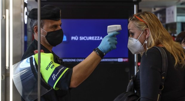 Coronavirus in Campania, cinque nuovi casi e cinque guariti. Nella proroga di una ordinanza l'obbligo di misurare la febbre negli uffici pubblici