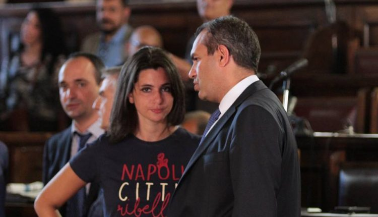 Napoli, Consiglio comunale sul bilancio: rischia il Governo a fine mandato de Magistris