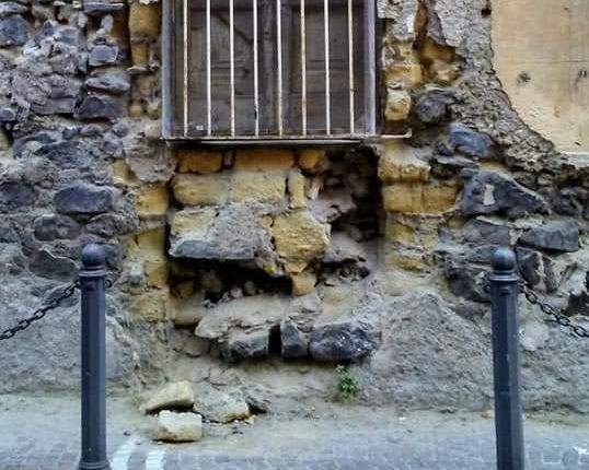 L'appello sul web: a Portici si sgretola Palazzo Amoretti