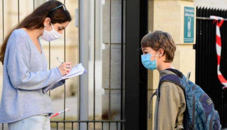 """Covid, il Governatore Vincenzo De Luca: """"Obbligo di controllo della temperatura a scuola"""".La decisione al termine della riunione dell'Unità di crisi. La Regione acquisterà i termoscanner che saranno distributi agli istituti scolastici"""