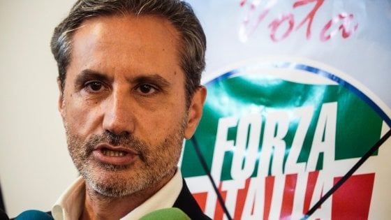 """ELEZIONI REGIONALI CAMPANIA 2020 – L'accusa di Stefano Caldoro: """"Con De Luca 15 liste, ognuna ha un padrino"""""""