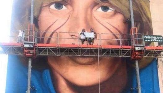 Jorit, completato il murales di Nino D'Angelo a San Pietro a Patierno