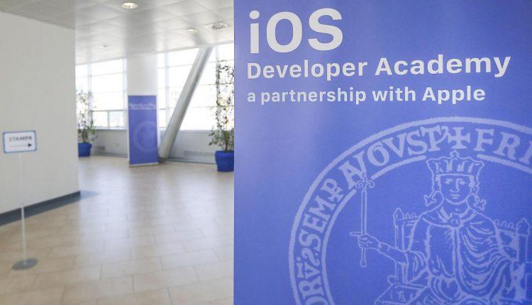 Apple Developer Academy: ancora pochi giorni per partecipare alle selezioni, il bando scade il 30 settembre. Alla Federico II alta formazione gratuita, con borsa, per diventare sviluppatori di app e imprenditori