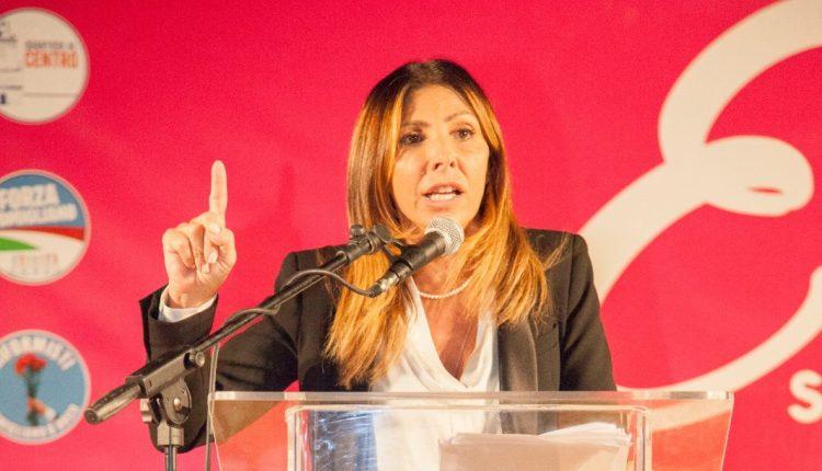 """ELEZIONI AMMINISTRATIVE POMIGLIANO D'ARCO 2020 – Il comizio di apertura della coalizione civica che sostiene Elvira Romano: """"Con noi un programma concreto"""""""