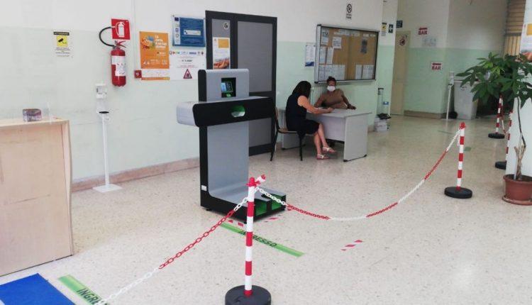 """Un tornello anti Covid per le scuole di Napoli:""""Pass"""", la porta della salute già installata in numerose scuole campane"""