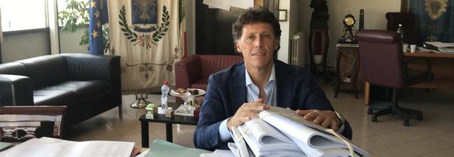A Portici il sindaco Cuomo è guarito dal Covid-19: dopo la vicinanza di bambini, anziani e massaie è tornato al Comune