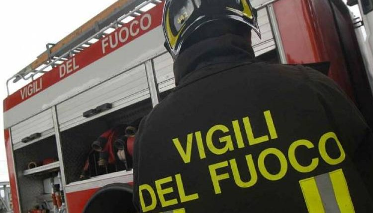 A fuoco container occupati da clochard, un morto a Boscoreale