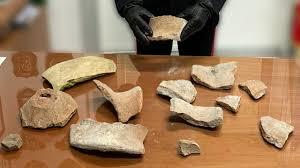 """Rubano reperti a Pompei ma li riconsegnano: """"Portano sfortuna"""", dal Canada pacco anonimo con tessere mosaico e pezzi anfora"""