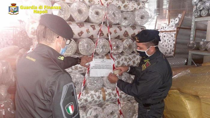 Contraffazione: sequestri e denunce nel Napoletano da parte della Guardia di Finanza