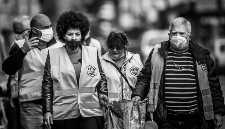 """Un piano straordinario di sostegno ai senza fissa dimora a Napoli: """"Non si muore solo di coronavirus, ma anche di fame"""""""
