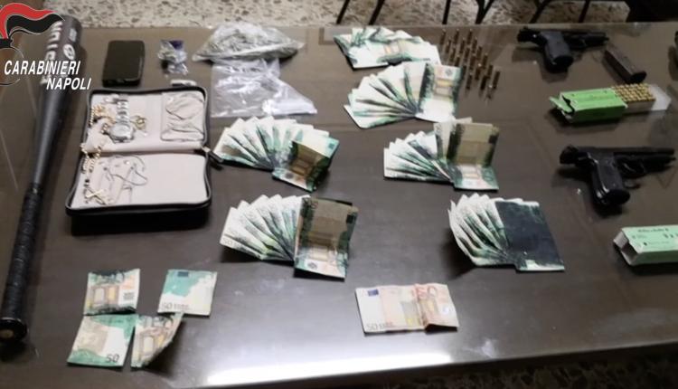 Armi, droga e banconote macchiate in casa: arrestato dai carabinieri un 23enne a Barra