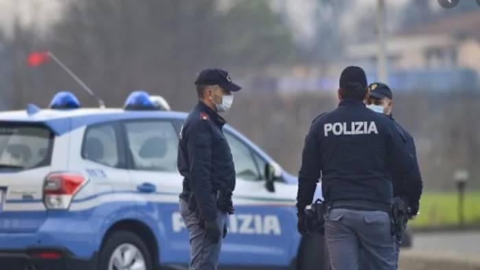Covid, a Napoli festa abusiva in albergo: sanzionati in 19