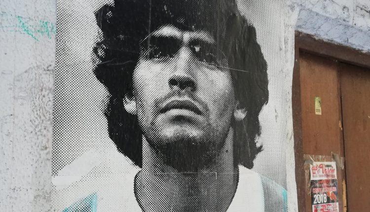 Non solo murales e il nuovo nome al San Paolo, il Comune di Napoli vuole dedicare una statua a Maradona davanti allo stadio