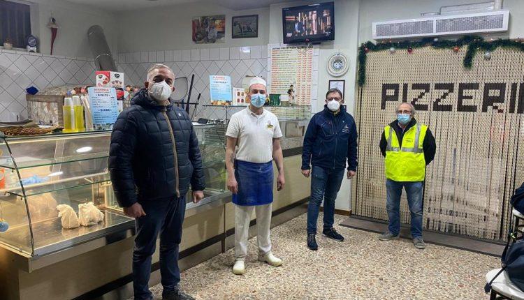 Gaetano Boccia, storico pizzaiolo di Somma Vesuviana festeggia il compleanno donando pizze e crocchè alle famiglie bisognose