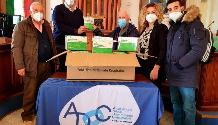 A San Giorgio a Cremano, migliaia di mascherine donate alla città dall'associazione consumatori Adoc: saranno consegnate alla Protezione Civile