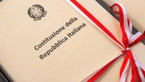 IL VESUVIO, IL MARE E LA COSTITUZIONE – In dono una copia della Costituzione a tutti i giovani Porticesi che hanno compiuto o compiranno diciotto anni nel 2020
