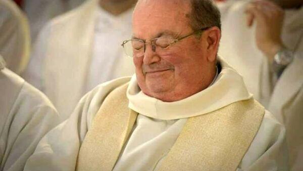 Il Covid strappa alla vita don Raffaele Falco, il prete anticamorra di Ercolano