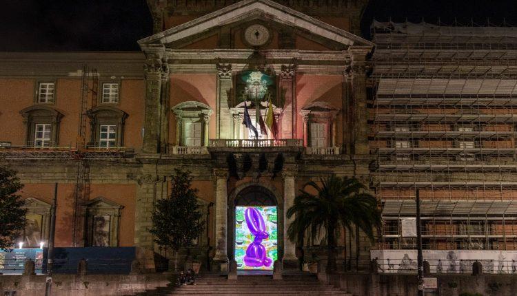 L'arte illumina il centro storico di Napoli: proiezioni sui portoni del Mann e del Madre, fino al 10 gennaio oltre 60 opere in dialogo