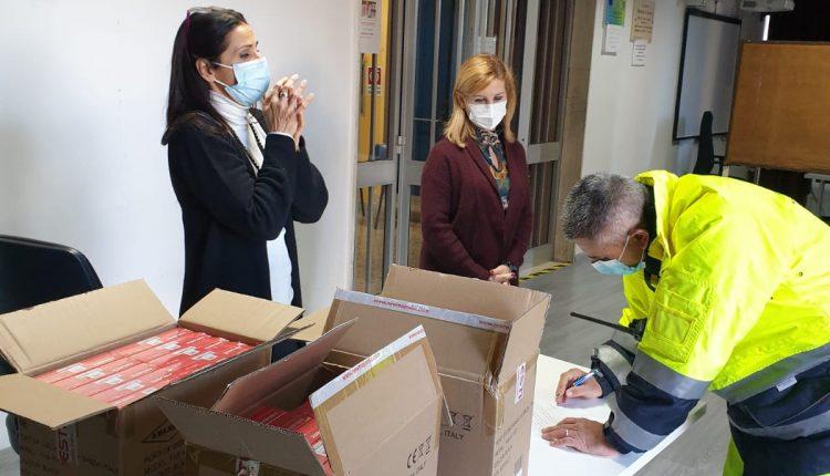 Solidarietà digitale a San Giorgio a Cremano, consegnati 300 tablet ai dirigenti scolatici: saranno distribuiti alle famiglie in difficoltà