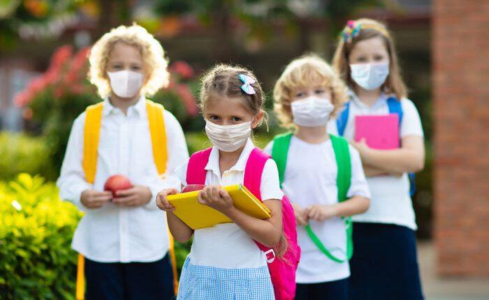 Scuola: in Campania da oggi in aula fino a 3/a elementare, stop refezione e test per personale scolastico