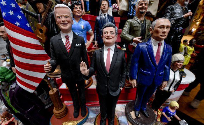 Il neo premier Mario Draghi sul presepe a Napoli, tra Putin e Biden