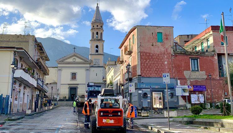 """A Sant'Anastasia parte il restyling del manto stradale. Il sindaco Carmine Esposito: """"Sono orgoglioso, dopo tanta burocrazia si punta ad una migliore vivibilità"""""""
