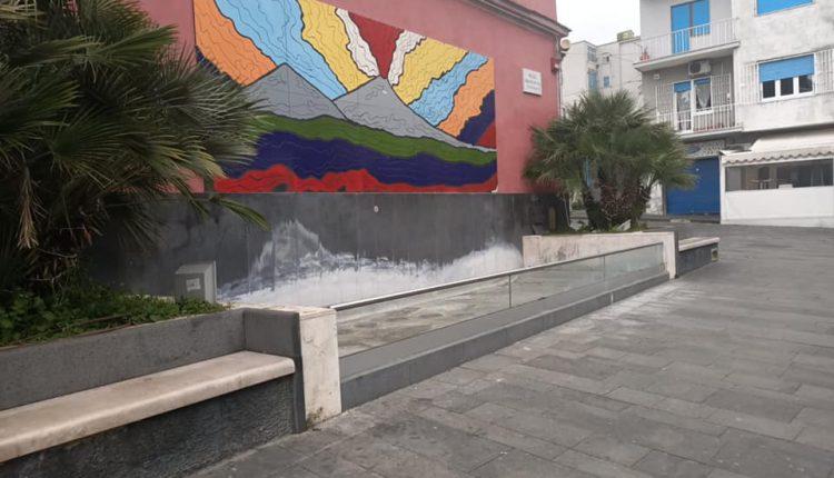 """E' polemica politica a Portici sulla Fontana di Piazza Poli, non funzionante e abbandonata. Santomartino (Verdi) dice che l'ha fatta costruire l'ex sindaco Marrone, l'assessore Iacone lo smentisce: """"E' stata una brillante idea di Rosario Frosina"""""""