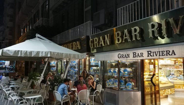 Chiude il Bar Riviera: 12 dipendenti senza lavoro e il ricordo di tante notti napoletane