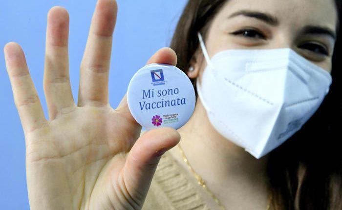 Vaccini in Campania: la Regione firma l'accordo con i medici di base, potranno somministrare a fragili di cui conoscono patologie