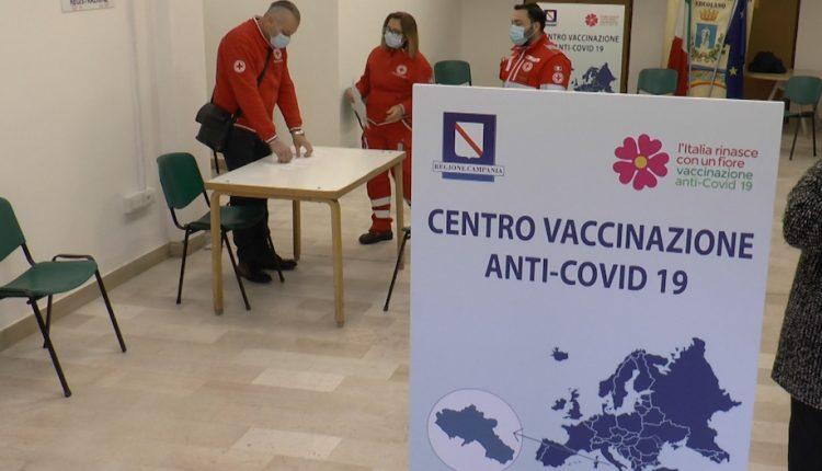 """E' polemica tra i sindacati e Ciro Buonajuto sull'Hub vaccinale: """"I sindacati vogliono far chiudere l'hub"""", lo sfogo del sindaco"""