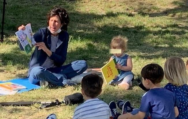 La scuola ai tempi del Covid: a Napoli, bimbi a lezione nel bosco di Capodimonte per dire no alla Dad