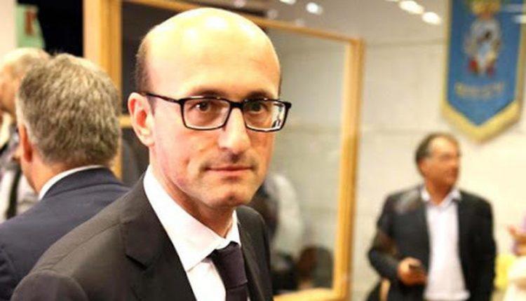 """Il super consigliere regionale del Pd Mario Casillo sponsorizza la candidatura all'ordine dei medici di Zucarelli, insorgono gli avversari: """"Fuori la politica dalle questioni dellordine"""""""