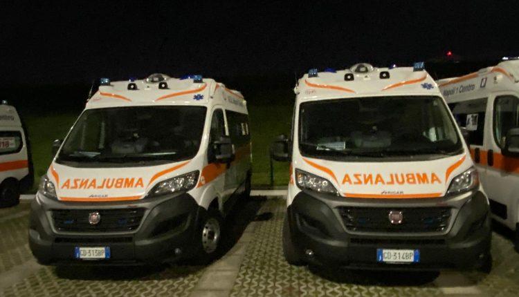 Nel parcheggio dell'Ospedale del Mare ci sarebbero ambulanze con assicurazione e non utilizzate nonostante le emergenze: la denuncia di Francesco Emilio Borrelli