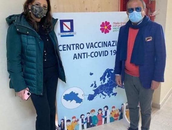 """A Sant'Anastasia parte il centro vaccinale e il sindaco Esposito chiarisce sulla Tari: """"La quarta rata, nonostante le bugie messe in giro, sarà rimborsata a tutti"""""""