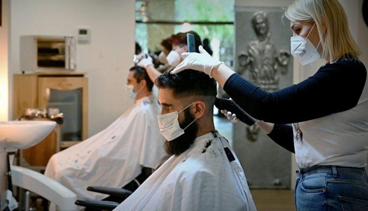 CAMPANIA ZONA ARANCIONE – Si attende la comunicazione del Ministro Speranza: riaprirebbero parrucchieri, barbieri, centri estetici e negozi di abbigliamento
