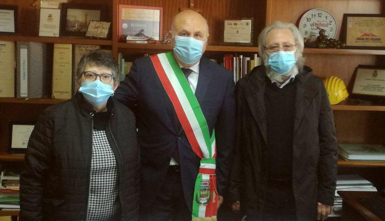 """A San Sebastiano al Vesuvio: sulla facciata del Municipio lo striscione """"Giustizia per Mario Paciolla"""""""