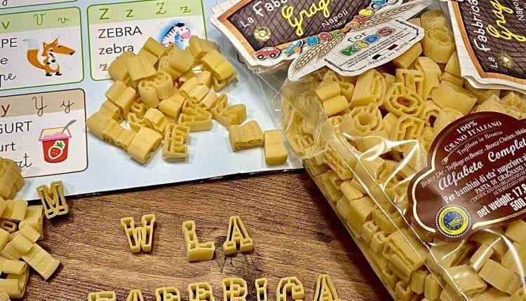 """Pasta, a Gragnano un """"alfabeto nel piatto"""" per divertire i bambini: nuovo formato ideato dalla storica azienda """"Fabbrica della Pasta"""": tutte le lettere dell'abecedario con cui divertirsi all'ora dei pasti"""