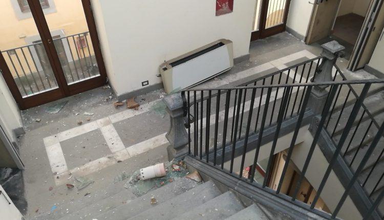 Prosegue il tour tra le strutture abbandonate di Portici da parte del Movimento 5 Stelle: è il turno di Villa Mascolo