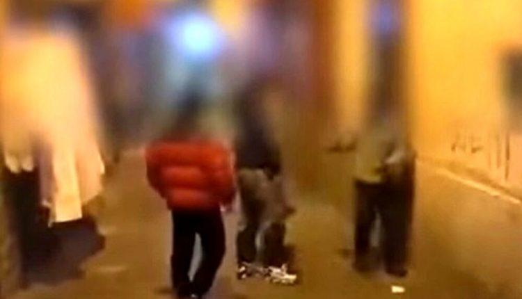 A Torre del Greco, aggrediscono un uomo in strada e si riprendono. La denuncia del consigliere regionale Francesco Emilio Borrelli