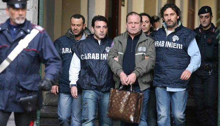 DECIMATO IL CLAN DI SALVATORE CUTOLO –  11 arresti per droga: c'è anche la moglie del boss della 44
