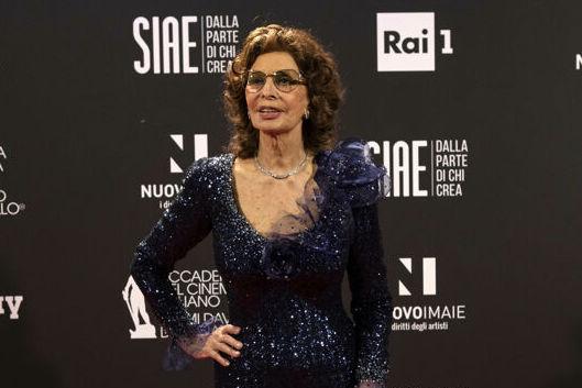 """David di Donatello 2021, Sophia Loren miglior attrice protagonista per""""La vita davanti a sé"""" diretto dal figlio Edoardo Ponti"""