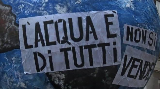 """Tariffe GORI, i Comuni per """"l'acqua pubblica"""" contro gli aumenti a fronte di carenza di servizi e lavori eterni"""