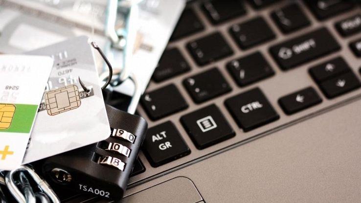 A Torre del Greco, sgominata la banda del phishing bancario: in arresto sette persone
