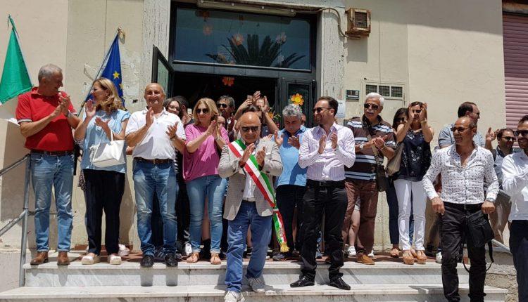 A Pollena Trocchia, il sindaco Esposito azzera la Giunta. Stasera in Consiglio si approva il bilancio: braccio di ferro tra i dissidenti nella maggioranza senza l'opposizione